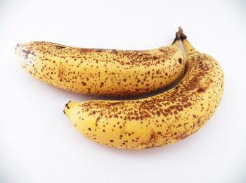 Prezrete banany, ktore su sladke a maju jemne cierne bodky.