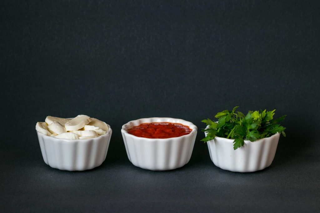 Prisady na fit rezen: mozzarella, paradajkova omacka a petrzlenova vnat.
